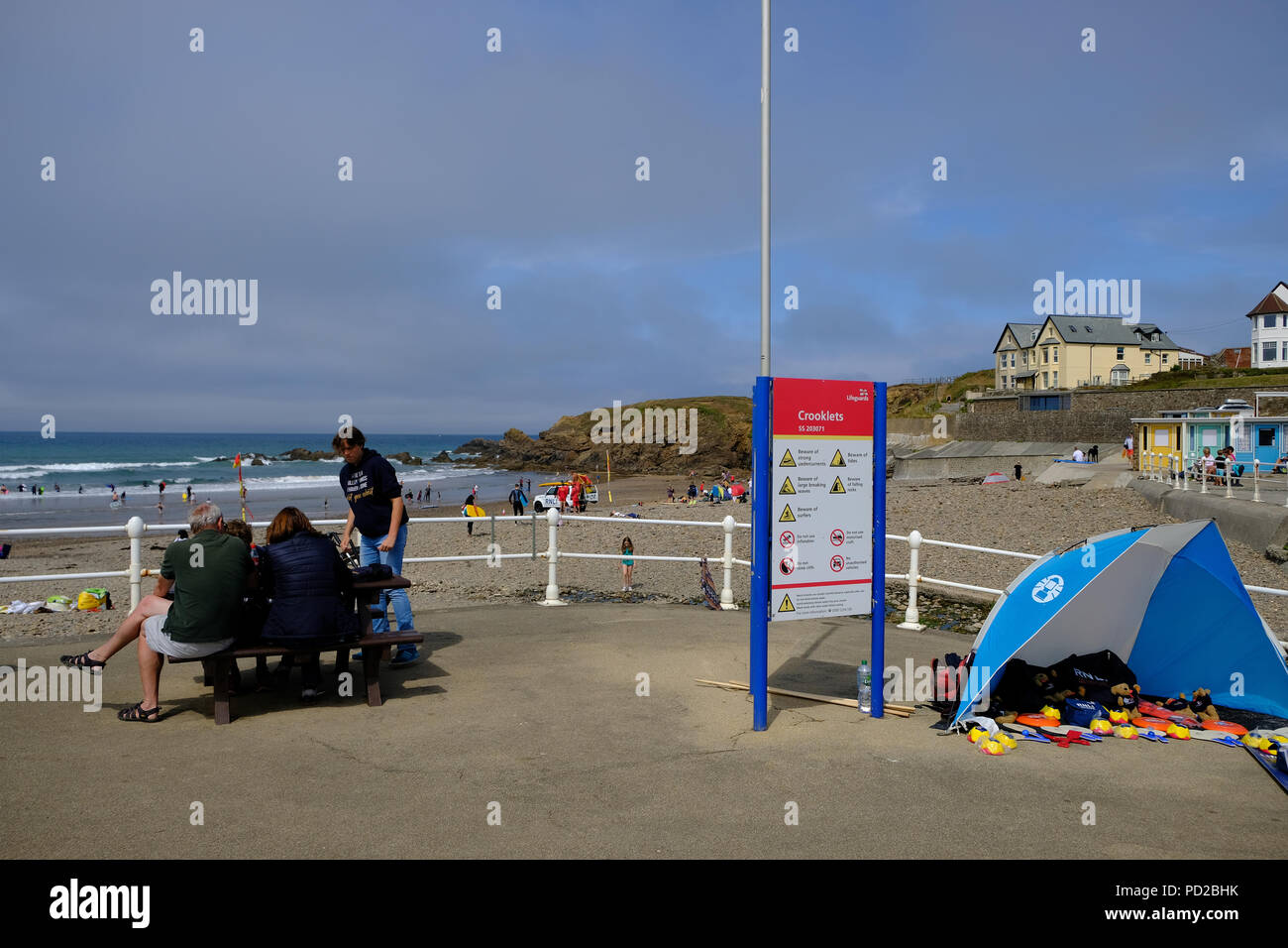 Bude Cornwall Uk Uk Weather Holiday Makers Enjoy The Hot Weather At Crooklets Beach In Bude Uk