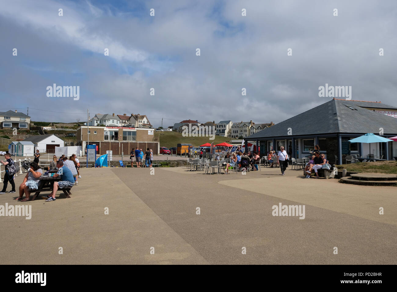 Bude, Cornwall, UK. UK Weather. Holiday makers enjoy the hot weather at Crooklets beach in Bude, UK - Stock Image