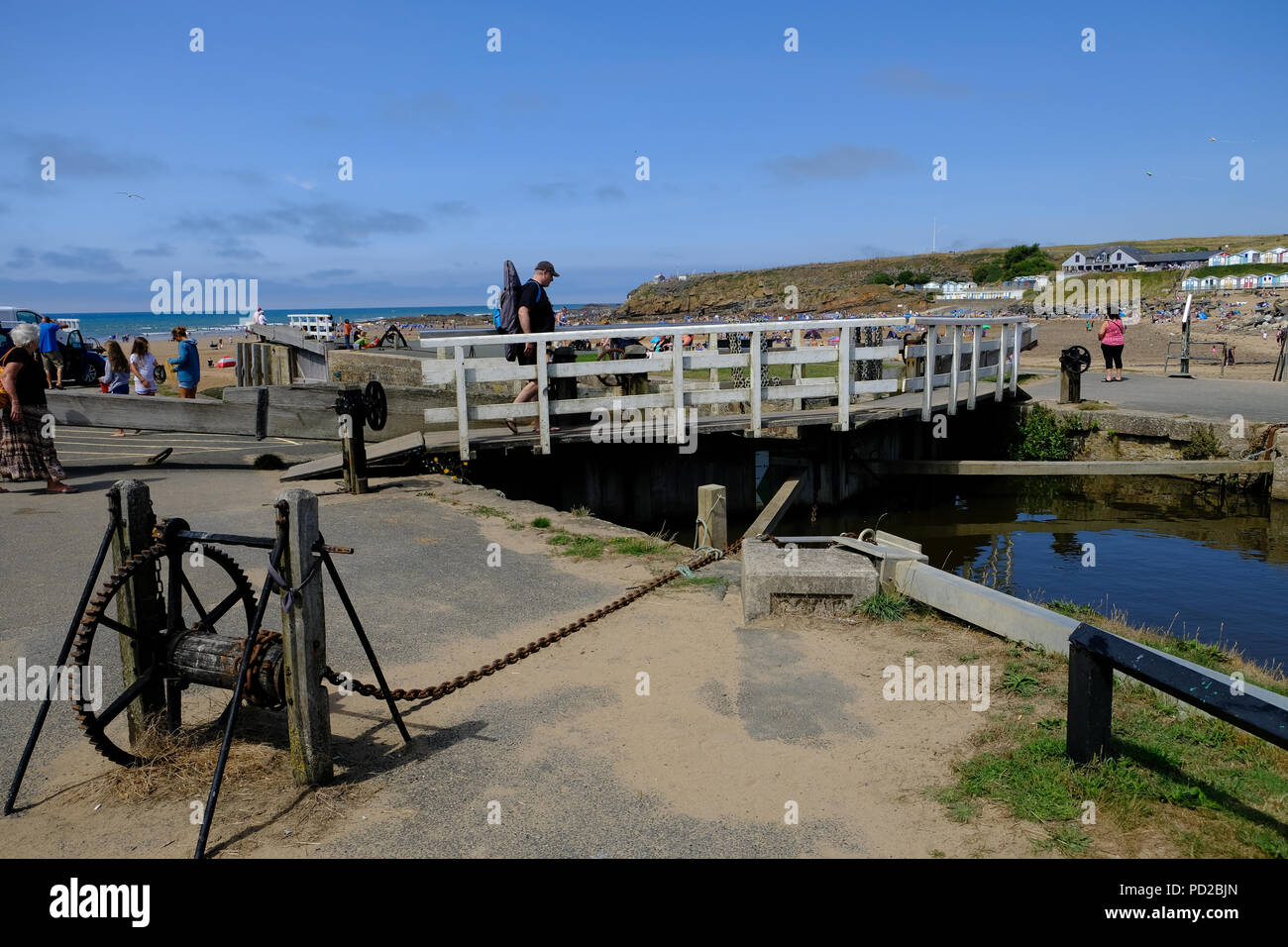 Bude Cornwall Uk Holidaymakers Enjoy The Hot Weather Walking Along The Bude Canal And Crossing The Sea Lock