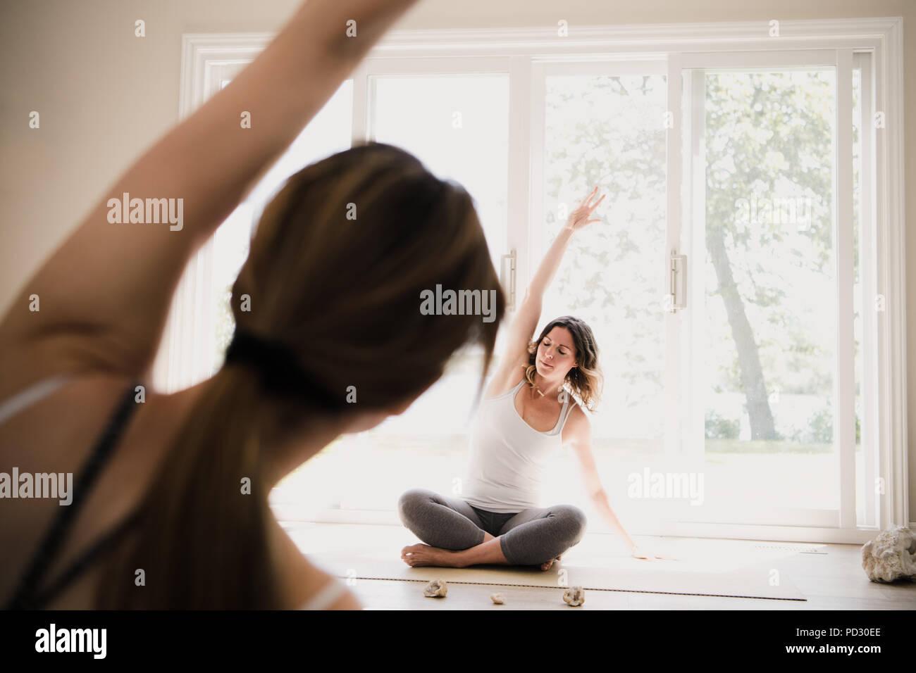 Yoga instructor with yogi at retreat - Stock Image