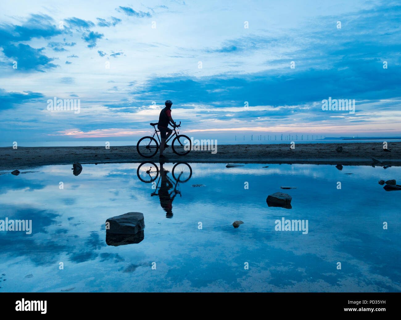 Seaton Carew, County Durham, England. United Kingdom. 6th August, 2018. UK weather: Hazy sunshine at sunrise at Seaton Carew on the north east coast on Monday morning. Cooler weather from midweek is forecast, with the possibility of rain. Credit: ALAN DAWSON/Alamy Live News - Stock Image
