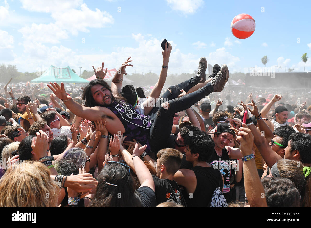 West Palm Beach, FL, USA. 05th Aug, 2018. Atmosphere during the final full cross country Vans Warped Tour at The Coral Sky Amphitheatre on August 5, 2018 in West Palm Beach Florida. Credit: Mpi04/Media Punch/Alamy Live News - Stock Image