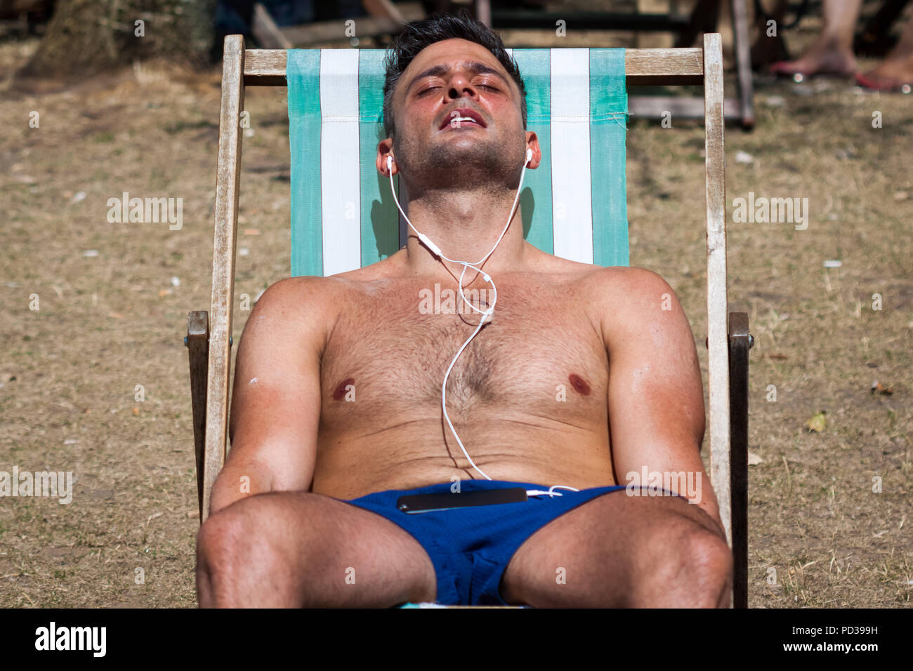 London, UK. 6th August, 2018. UK Weather: Locals and tourists relax and enjoy another day of summer heatwave with temperatures exceeding 30C in Hyde Park. Credit: Guy Corbishley/Alamy Live News Stock Photo