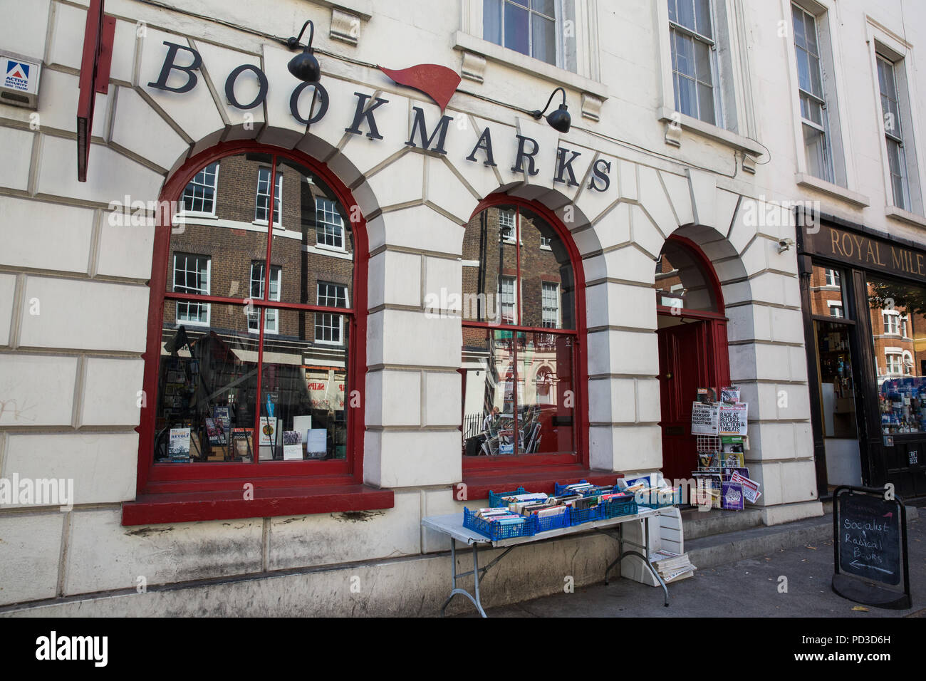 London, UK. 6th August, 2018. Bookmarks, the socialist bookshop in Bloomsbury where stock was damaged by around a dozen alt-right activists, one wearing a Donald Trump mask and others baseball caps bearing the message Make Britain Great Again, on Saturday evening. Displays were damaged and books and magazines ripped during the attack. Credit: Mark Kerrison/Alamy Live News - Stock Image