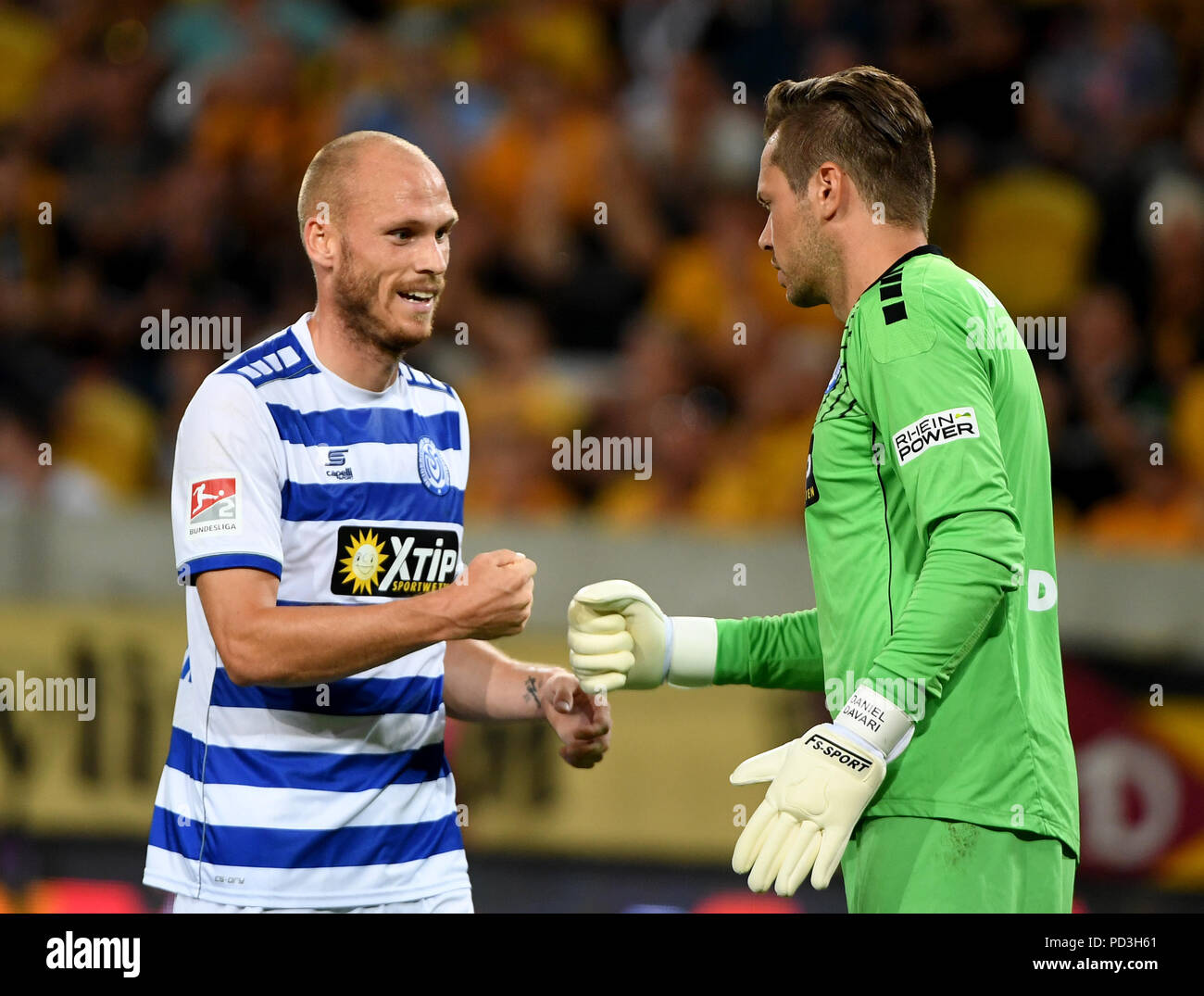Dresden, Germany. 06th Aug, 2018. 06.08.2018, Saxony, Dresden: Soccer, 2nd Bundesliga, 1st Matchday, Dynamo Dresden vs MSV Duisburg in the DDV Stadium. Duisburg goalkeeper Daniel Davari (r) and Gerrit Nauber meet on the pitch. IMPORTANT NOTE: DFL regulations prohibit any use of photographs as image sequences and/or quasi-video. Credit: Monika Skolimowska/dpa-Zentralbild/dpa/Alamy Live News - Stock Image