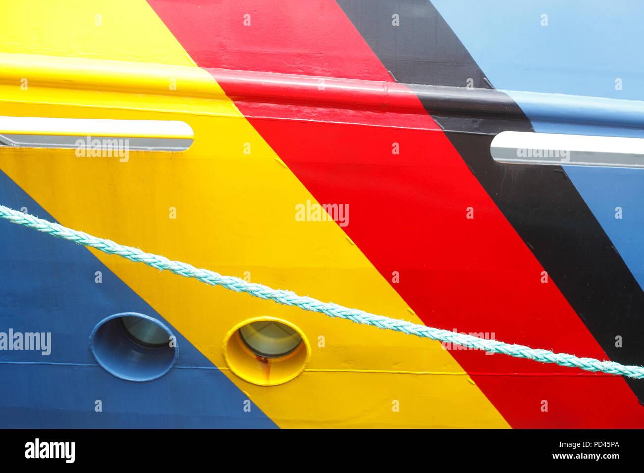 German national flag painted on a ship's wall, Bremerhaven, Bremen, Germany, Europe  I Deutsche Nationalflagge auf eine Schiffswand gemalt, Bremerhave Stock Photo