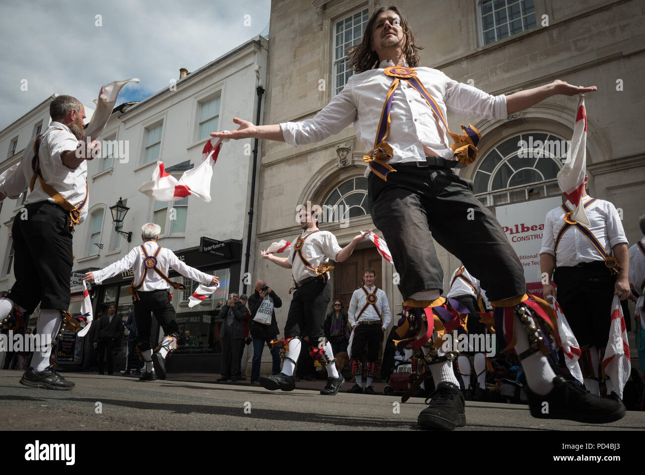 The Lanes, Brighton, UK. 23rd April 2016. The Brighton Morris Men together with the Cuckoo's Nest Morris side celebrate St George's Day by performing  - Stock Image
