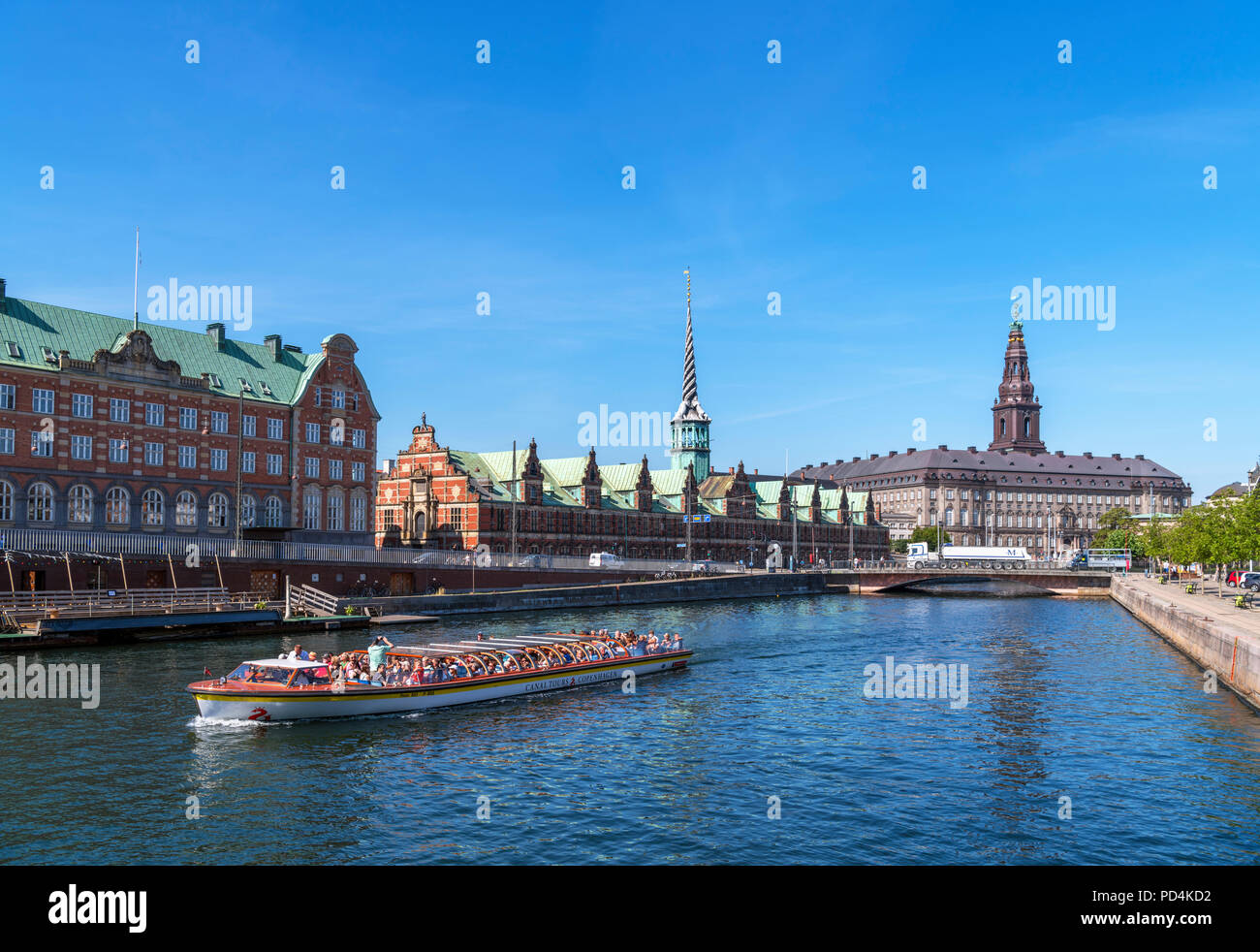 River cruise on Slotsholmens canal looking towards the Børsen (Stock Exchange) and Christiansborg Slot (Christiansborg Palace), Copenhagen, Denmark - Stock Image