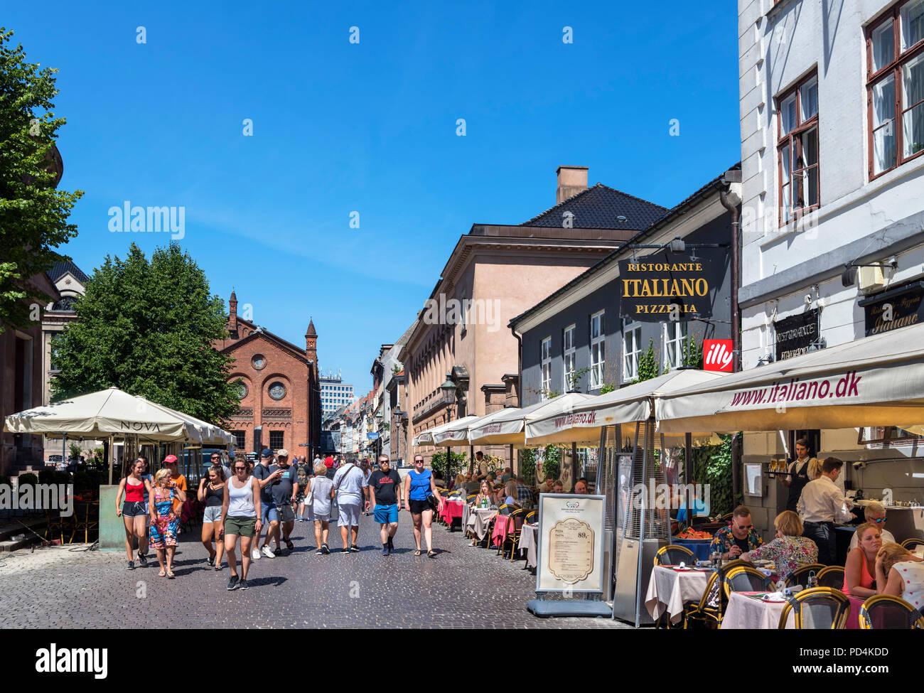 Cafes and restaurants on Fiolstræde in the Latin Quarter, Copenhagen, Denmark - Stock Image