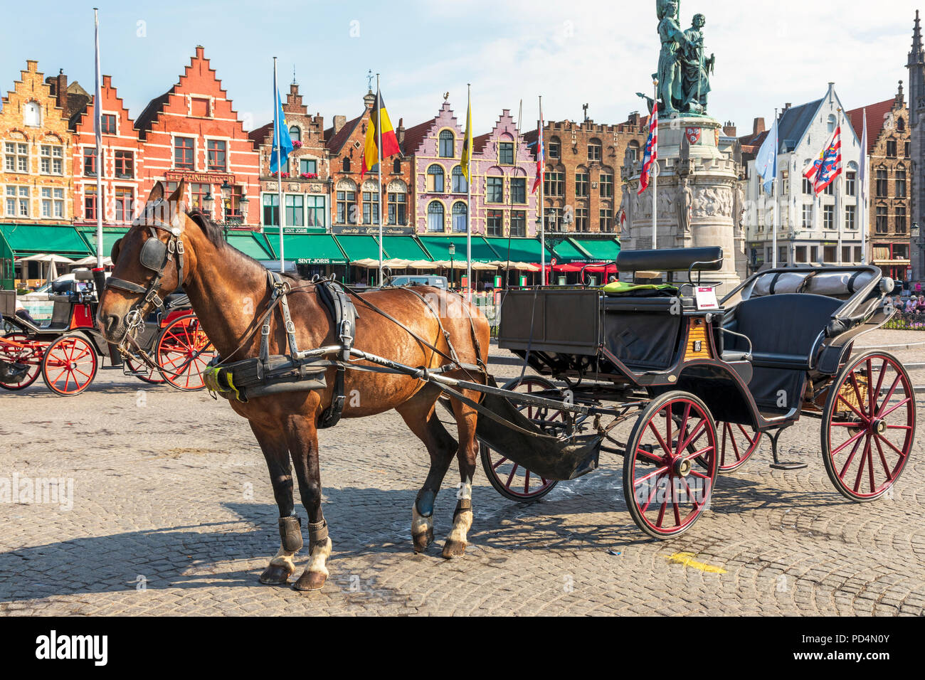 Horse and trap used to take tourists on a city tour, Markt Square, Bruges, Belgium - Stock Image