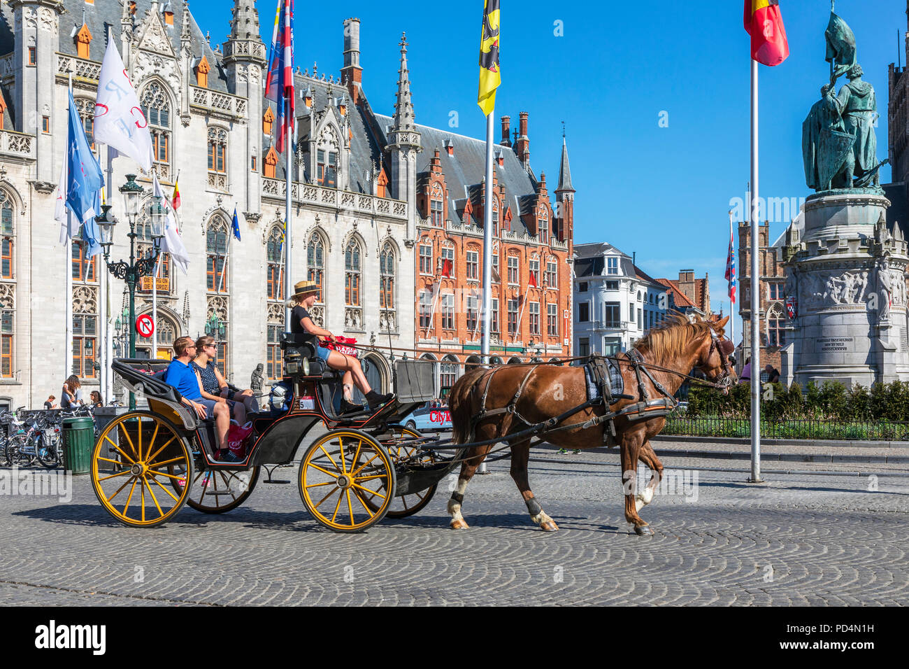 Horse and trap taking tourists for a city tour, Markt Square, Bruges, Belgium - Stock Image