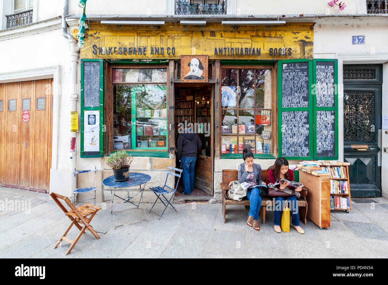 The Shakespeare and Company Bookshop on the Left Bank, Paris, France - Stock Image