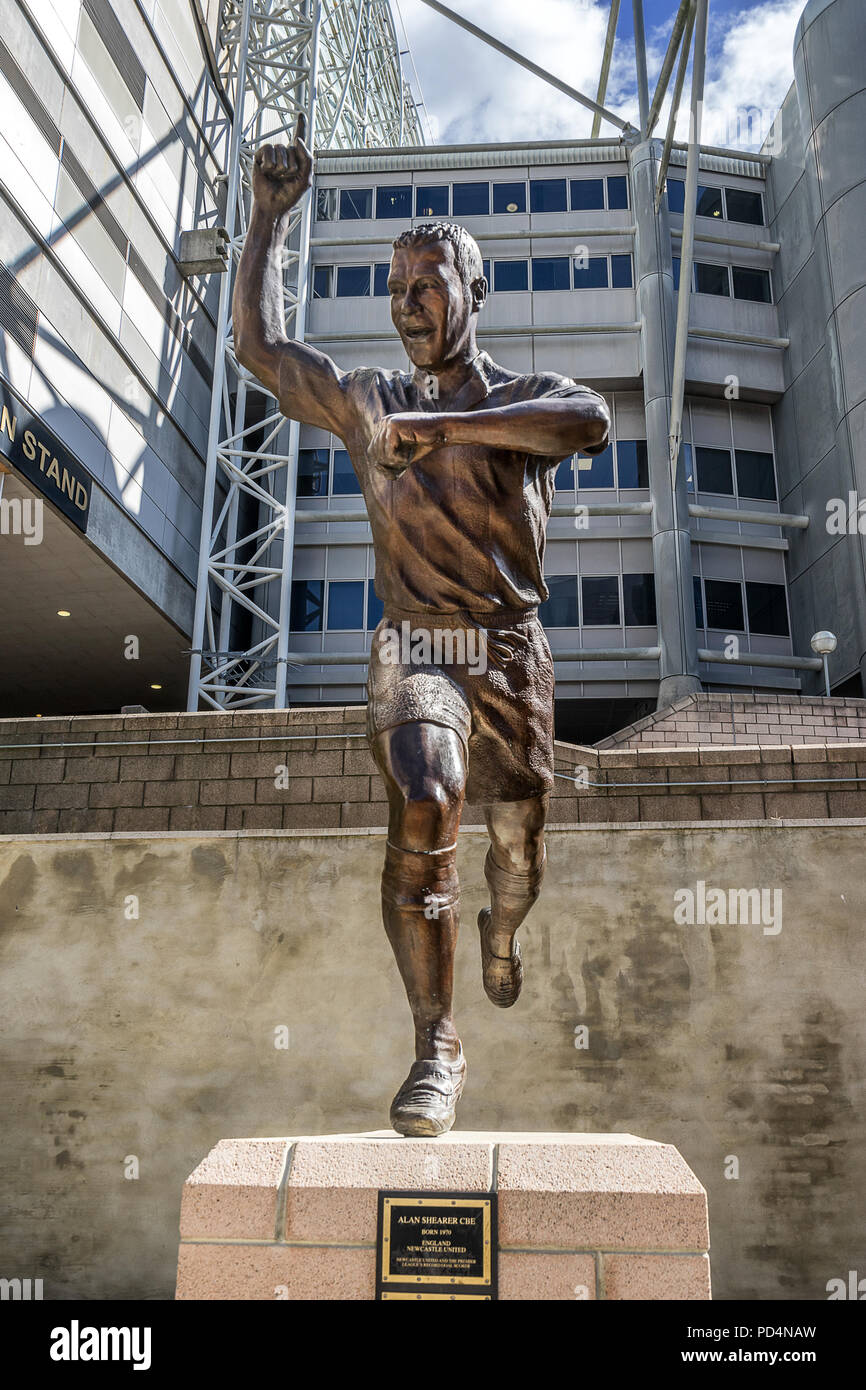 Alan Shearer statue at St James Park in Newcastle - Stock Image