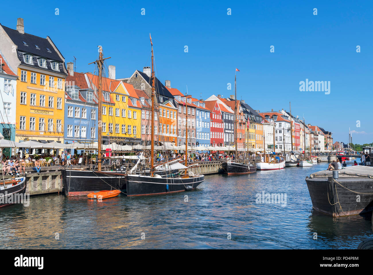 Historic 17th and 18th century buildings along the Nyhavn canal, Copenhagen, Denmark - Stock Image