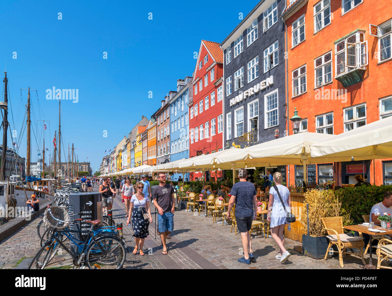 Nyhavn, Copenhagen. Cafes, bars and restaurants along the historic Nyhavn canal, Copenhagen, Denmark - Stock Image