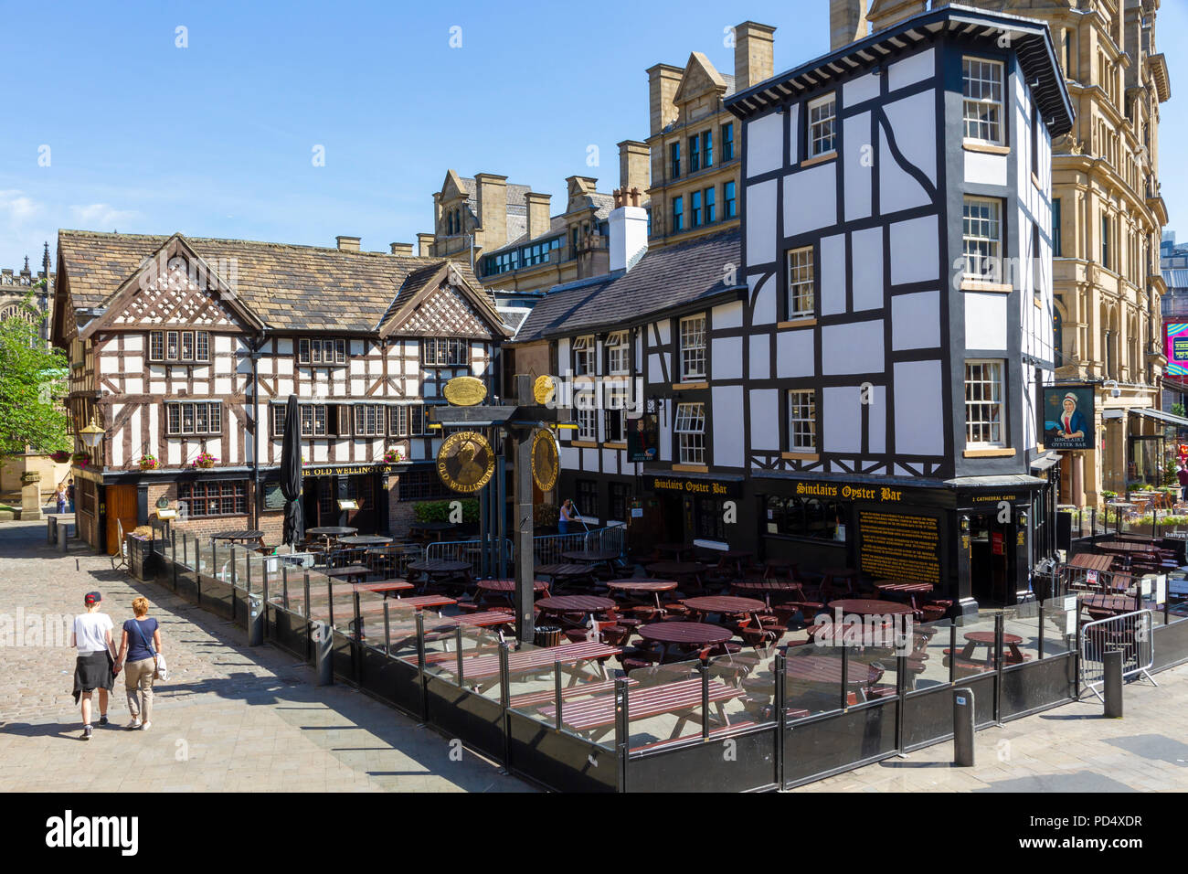 Shambles Square in Manchester. Home of Sinclairs Oyster Bar and The Old Wellington Inn Stock Photo