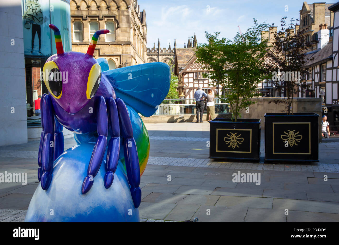 Bee a Rainbow! Rachel A Blackwell. Bee in the City, public art event in the City of Manchester. Over 100 bees on a free family fun trail. - Stock Image