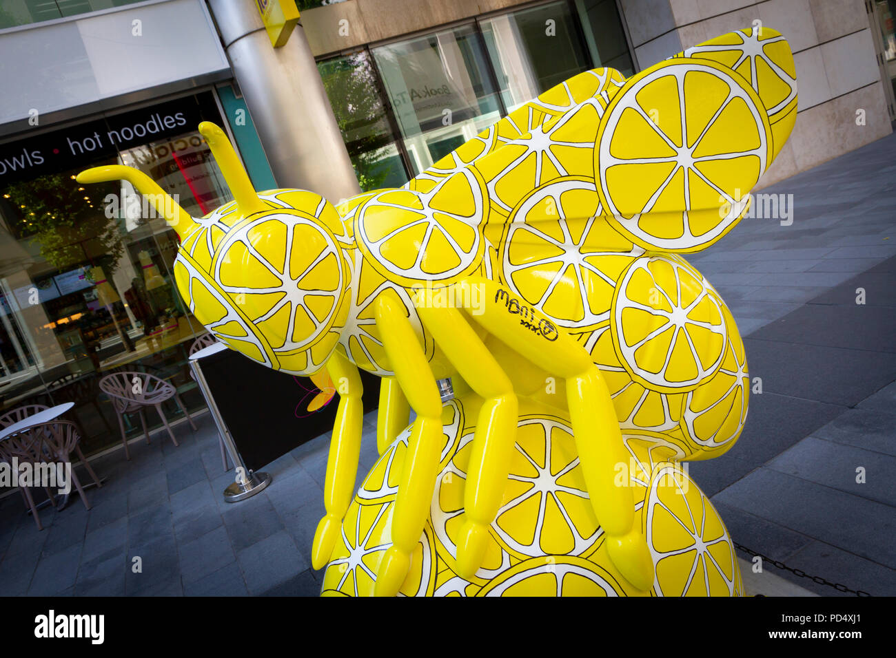 I Wanna Bee Adored - Lesley Hamilton. Bee in the City, public art event in the City of Manchester. Over 100 bees on a free family fun trail. - Stock Image