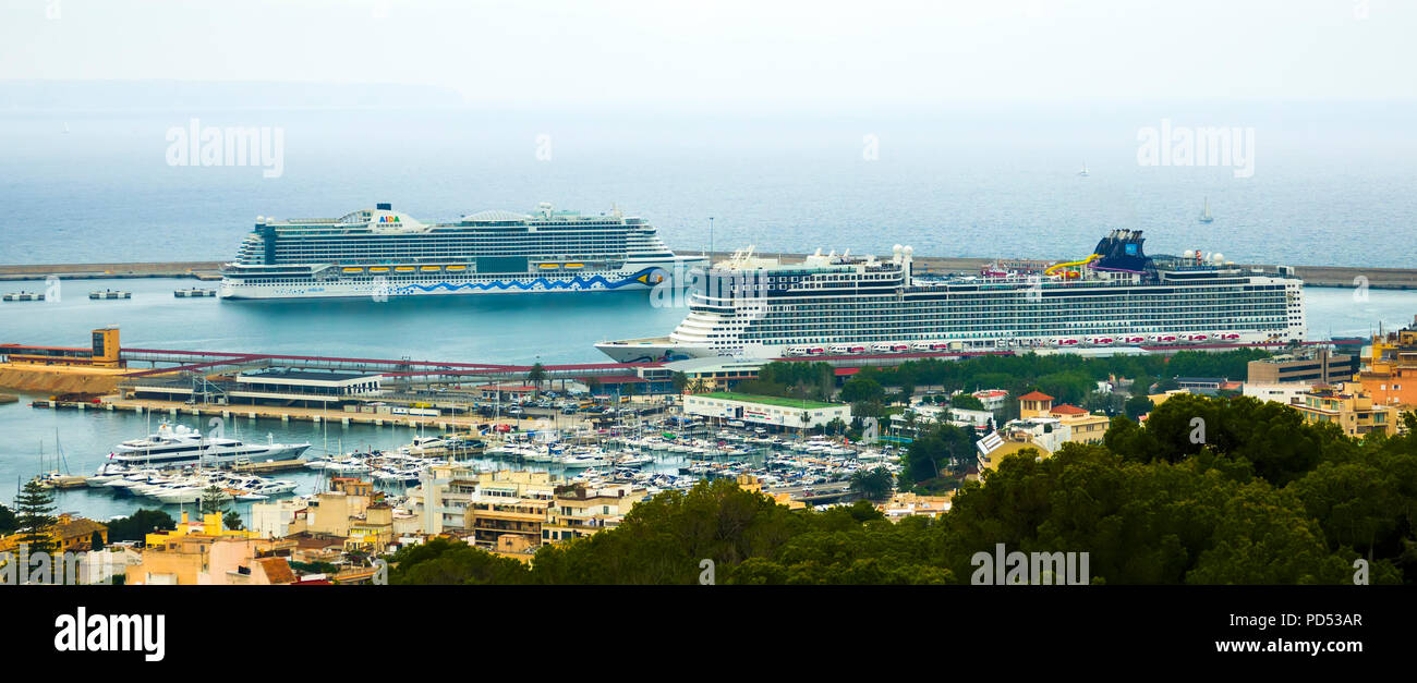 Cruise ships in port Palma de mallorca is a resort city and capital of the Spanish island of Mallorca (Majorca), in the western Mediterranean. The mas - Stock Image