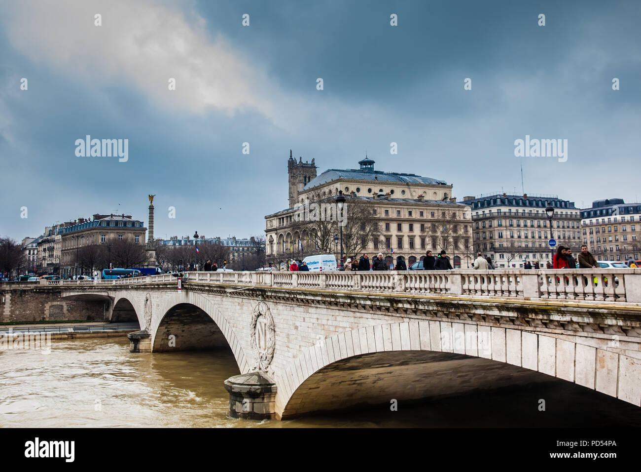 Pont au Change over the Seine river in a cold winter day - Stock Image