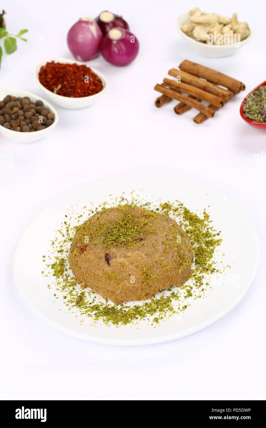 Traditional Turkish semolina halva - irmik helvasi - Stock Image