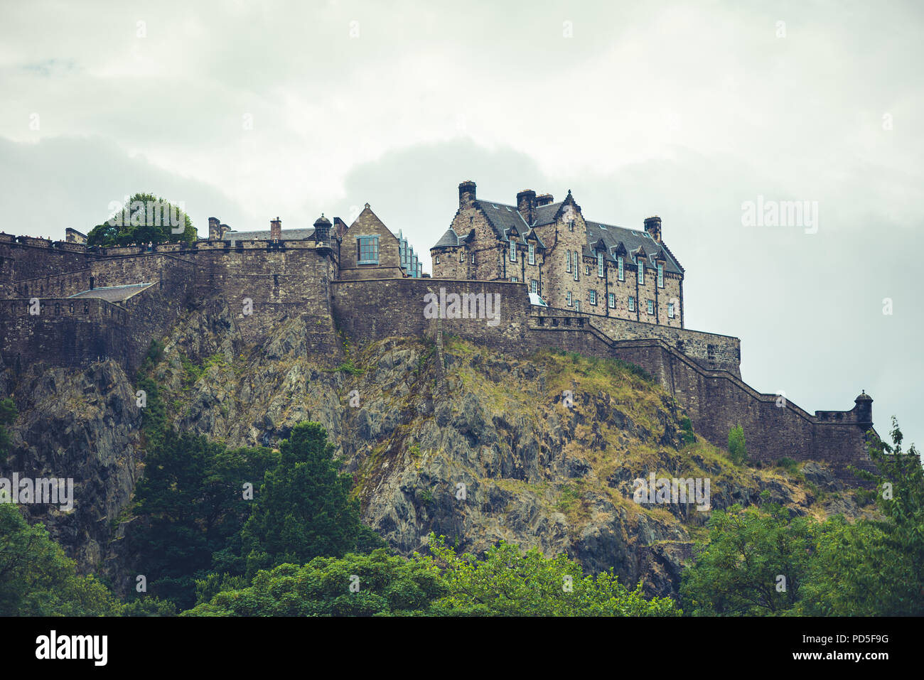 EDINBURGH, SCOTLAND - AUGUST 03, 2018: Busy Streets of Edinburgh, Scotland, UK. The most iconic streets in Scotland and major tourist attractions with - Stock Image