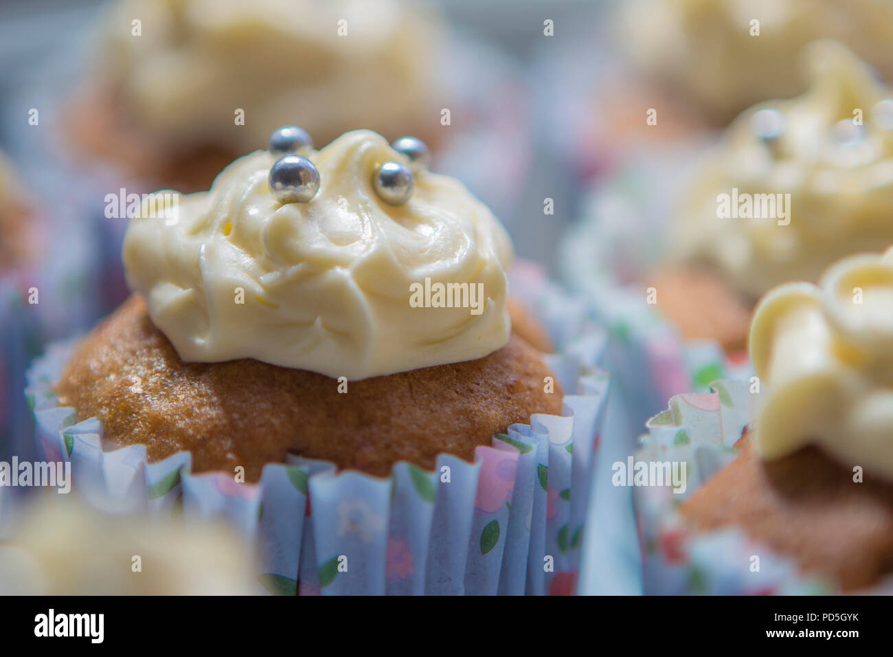 Mums homemade vanilla cupcakes with smooth buttercream icing. - Stock Image