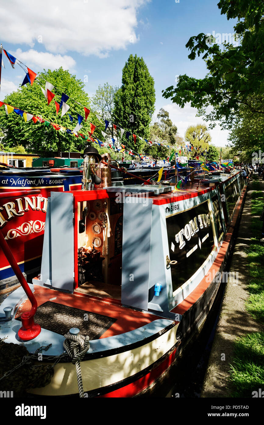 House boats / narrow boats / canal barges near Little Venice, London, England, UK. - Stock Image
