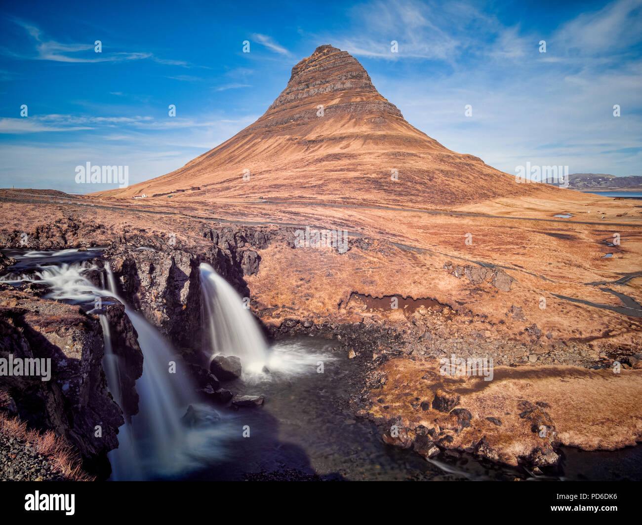 The mountain Kirkjufell and waterfall Kirkjufellsfoss on the Snaefellsnes Peninsula, Iceland. - Stock Image