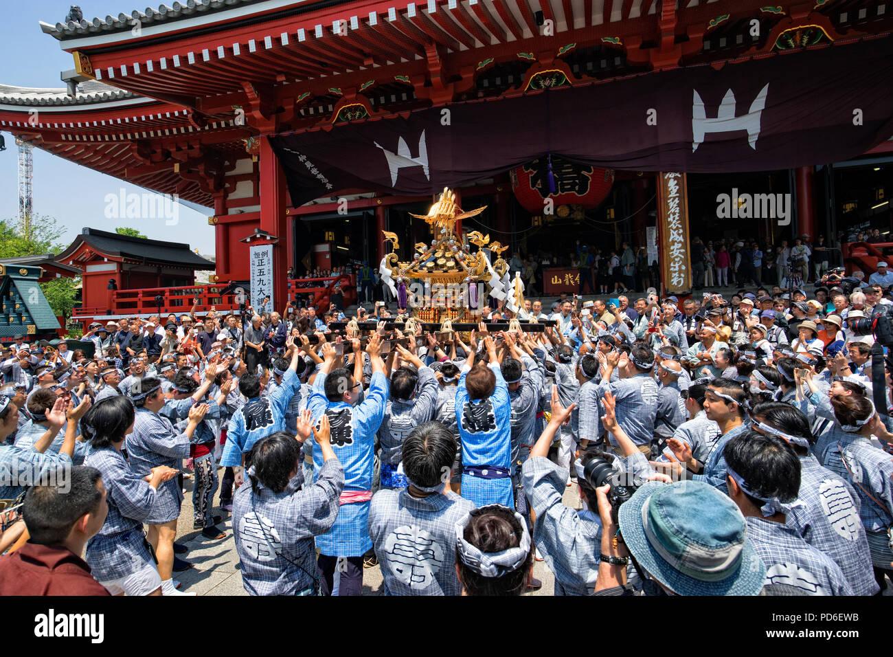 Japan, Honshu island, Kanto, Tokyo, the Sanja matsuri. Stock Photo