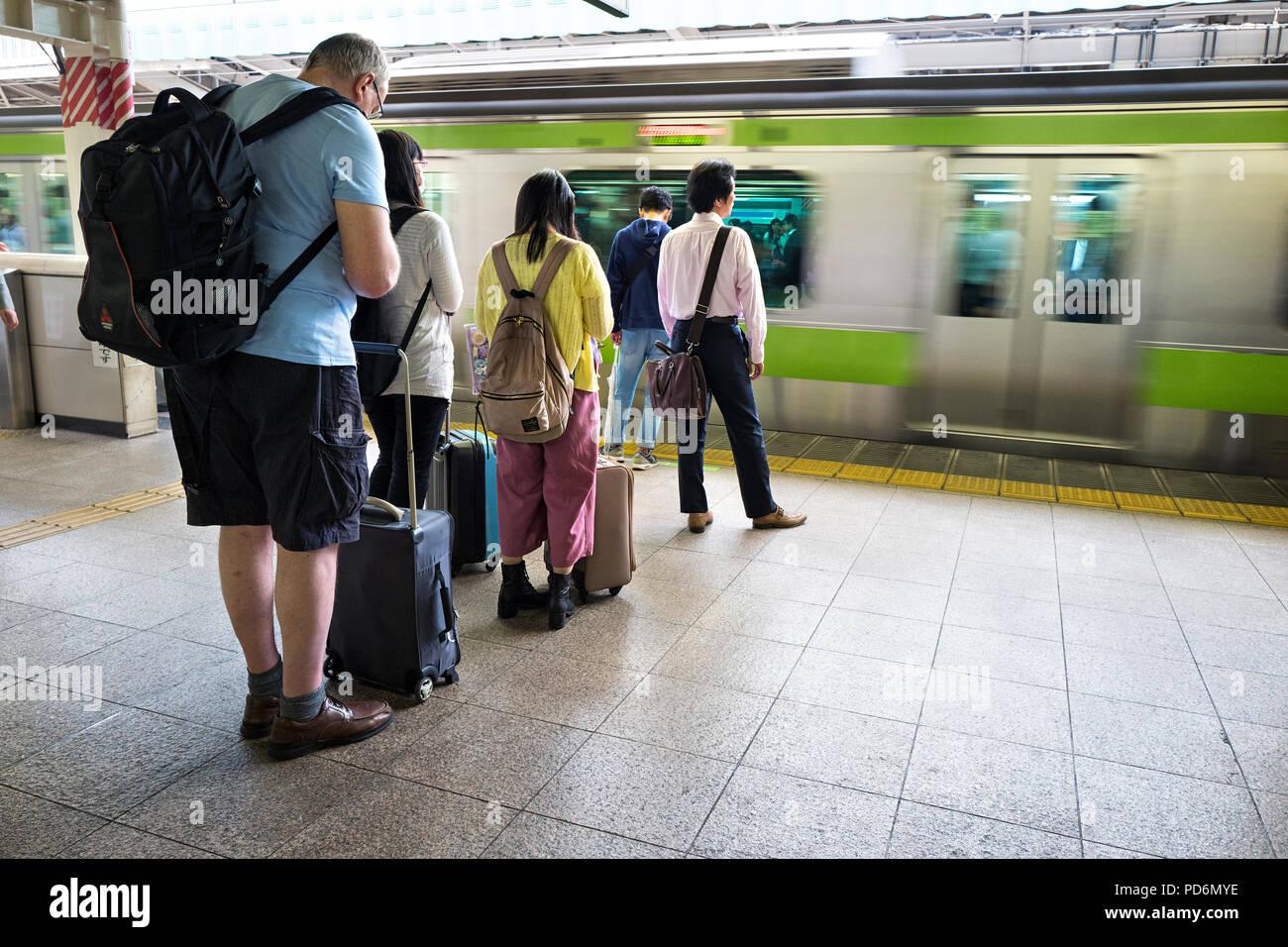 Japan, Honshu island, Kanto, Tokyo, people waitng a train on a platform. - Stock Image