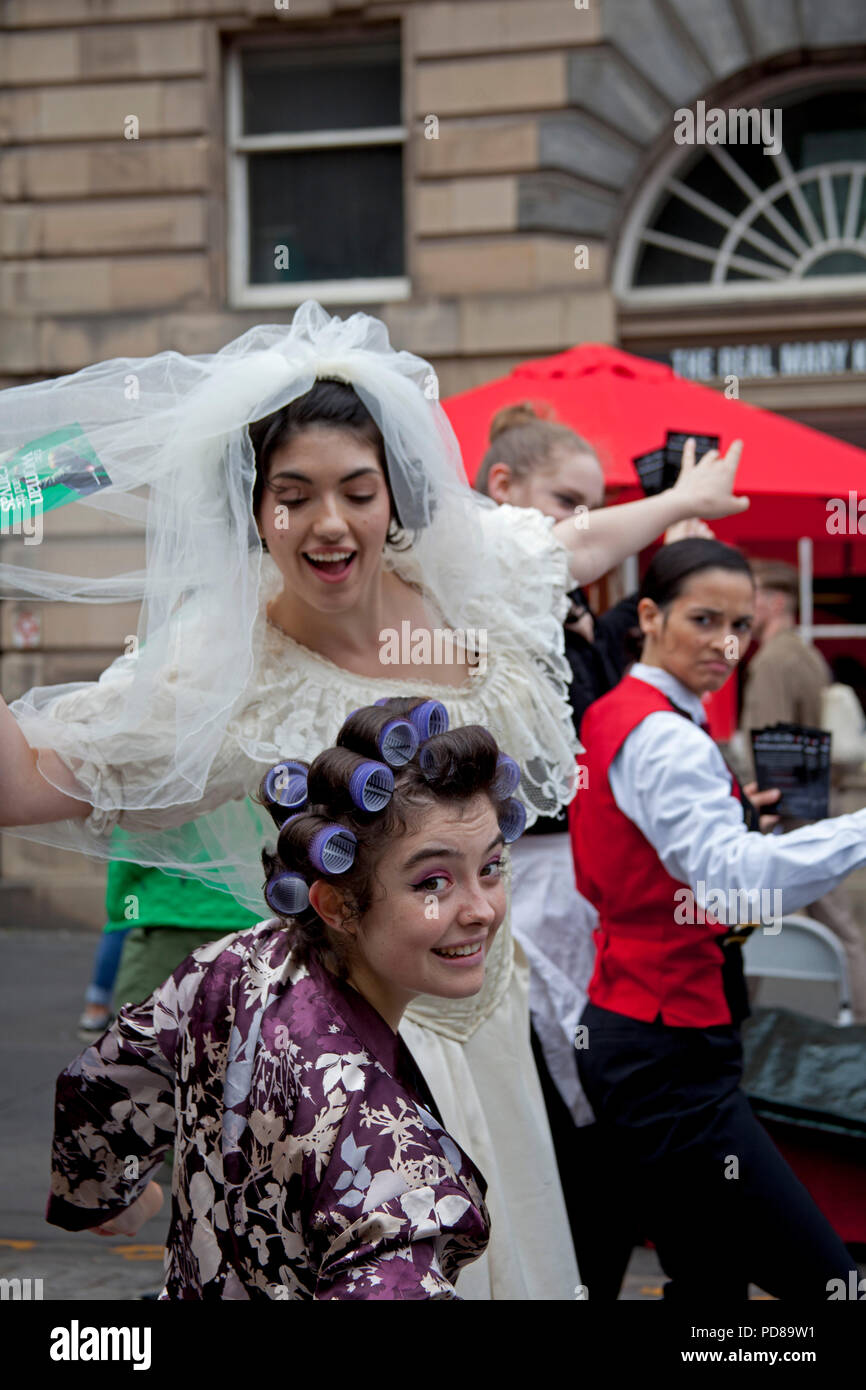 Edinburgh, Scotland UK, 7 August 2018, Edinburgh Fringe on the Royal Mile, on a sunny afternoon the sublime to the ridiculous took to the street The Woman and the Canvas. - Stock Image