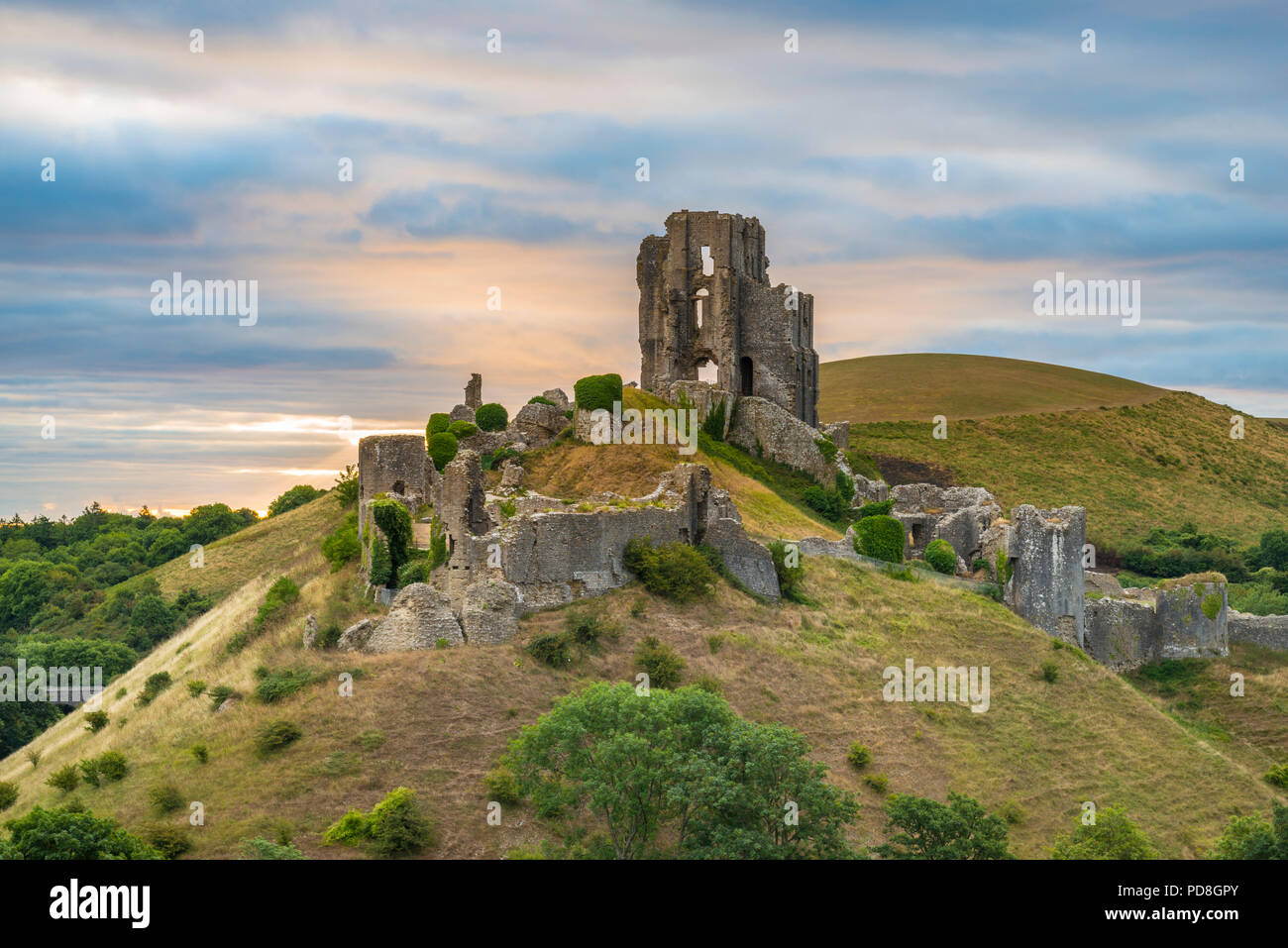 Corfe Castle, Dorset, UK.  8th August 2018.  UK Weather.  A dramatic sunrise at the ruins of Corfe Castle in Dorset.  The sunrise was soon obscured by a thickening band of cloud which produced light showers shortly after.  Picture Credit: Graham Hunt/Alamy Live News - Stock Image