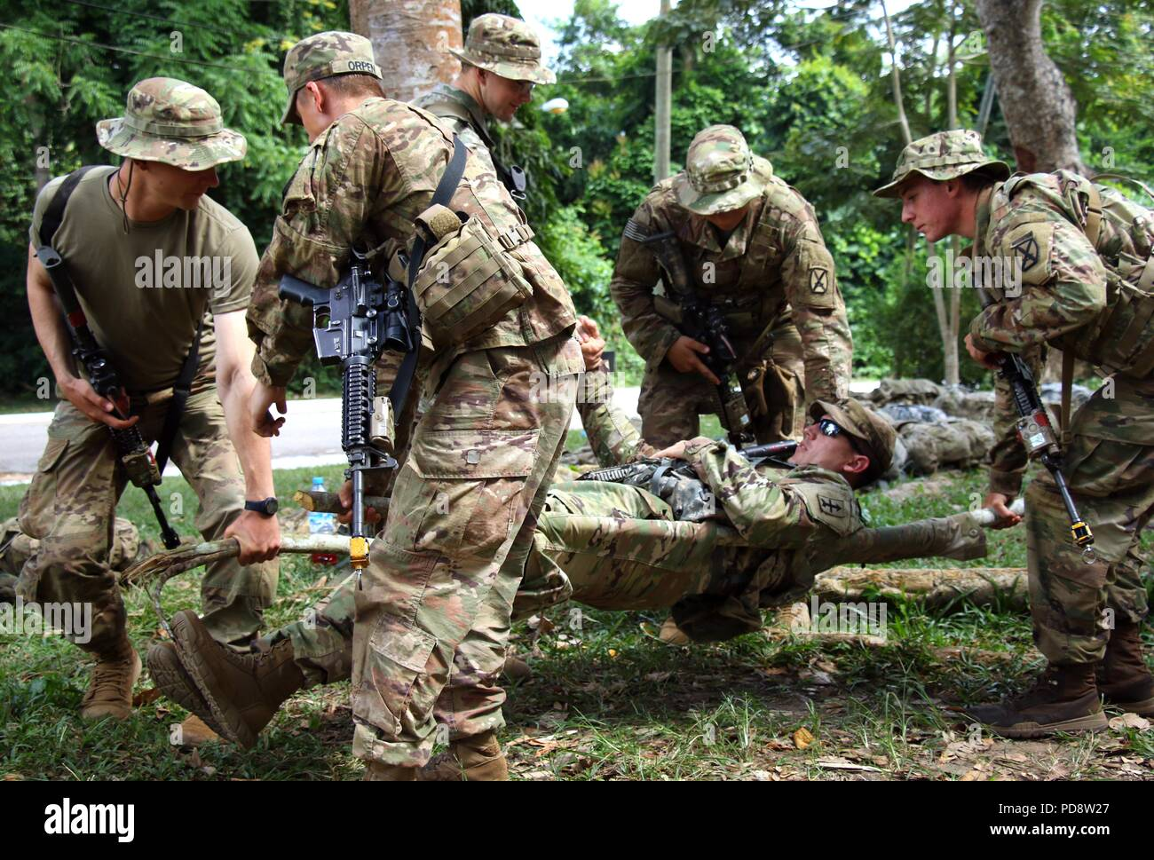 U.S. Army Soldiers conduct tactical casualty evacuation training during Jungle Warfare School at Achiase Military Base, Akim Achiase, Ghana, August 6, 2018, August 6, 2018. The Jungle Warfare School is a series of situational training exercises designed to train participants in counter-insurgency and internal security operations. (U.S. Army photo by Staff Sgt. Brandon Ames). () - Stock Image