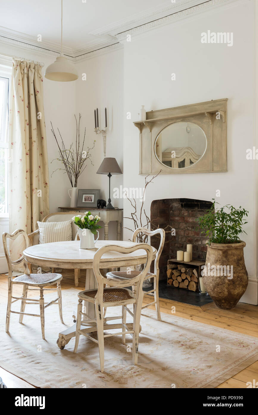 Fine White Circular Table And Rattan Dining Chairs In Bright And Creativecarmelina Interior Chair Design Creativecarmelinacom
