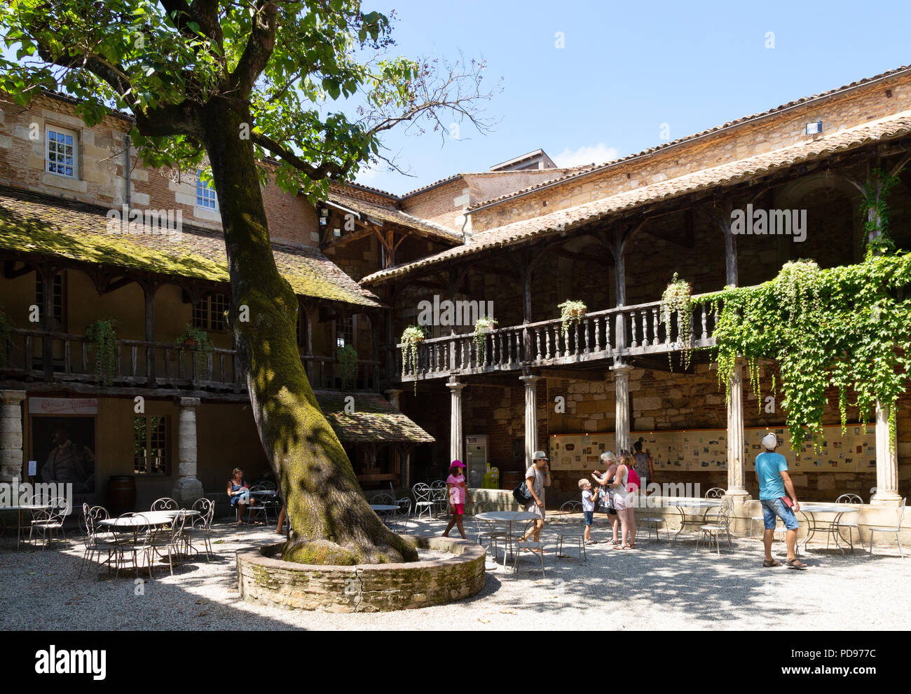 Tourists in the courtyard, Maison des Vins, Bergerac Old Town, Dordogne, France Europe - Stock Image