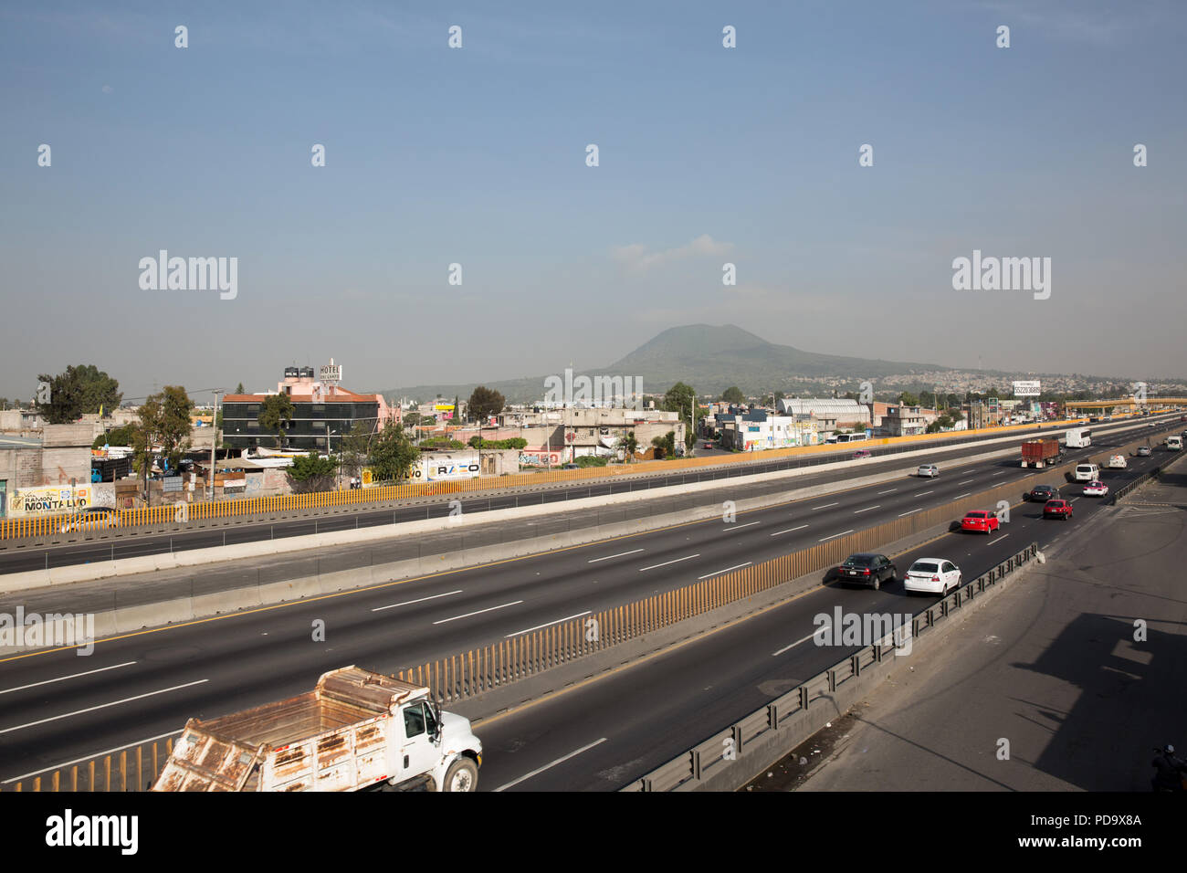 One of Mexico principal express way bisects Valle de Chalco, Mexico on July 2, 2018. (Photo by Bénédicte Desrus) - Stock Image