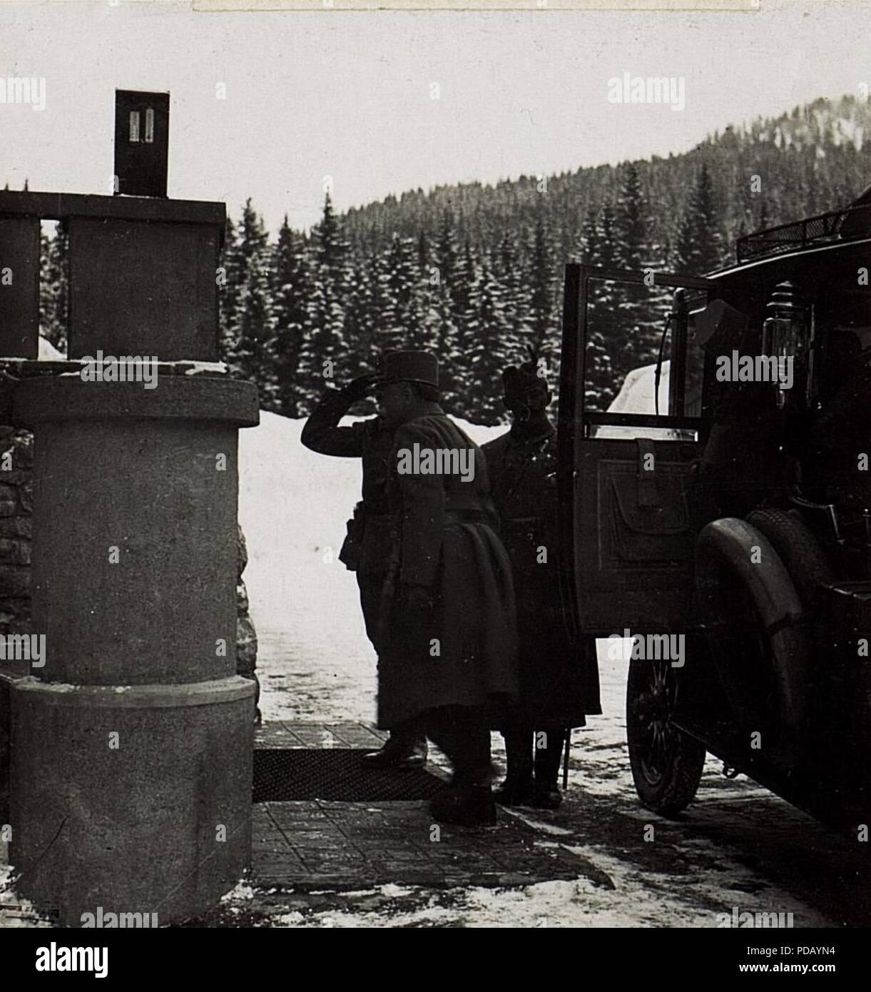 Ankunft des Feldmarschall von Conrad beim 90. Infanteriedivisionskommando in Karersee. - Stock Image