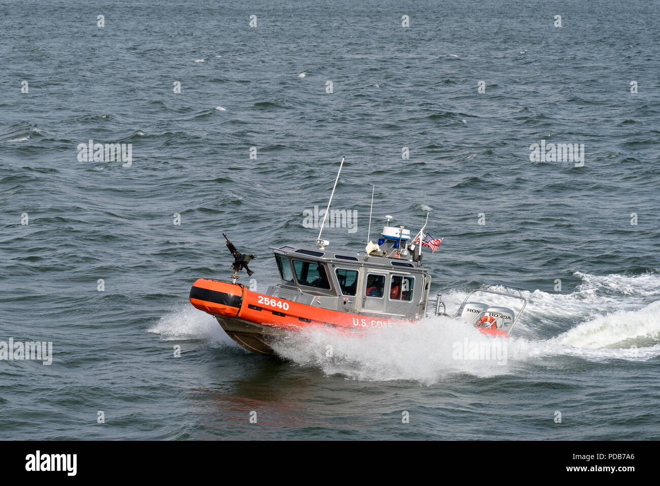 29-10-15, New York, USA. US Coastguard boat alongside the Staten Island ferry.Photo: © Simon Grosset - Stock Image