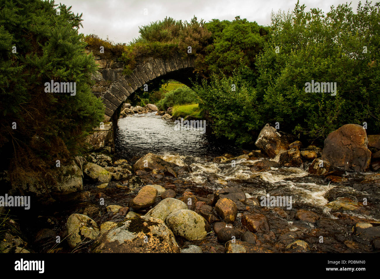 Stone Bridge The Poisoned Glen Dunlewey Gweedore Donegal Ireland - Stock Image