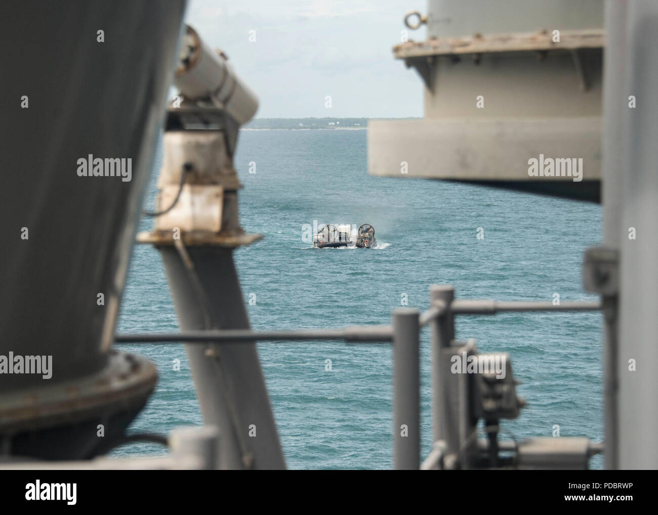 ATLANTIC OCEAN (Aug. 3, 2018) A landing craft, air cushion, attached to Assault Craft Unit 4, passes the Wasp-class amphibious assault ship USS Iwo Jima (LHD 7), Aug. 3, 2018. Iwo Jima is deployed with its amphibious ready group in support of maritime security operations and theatre security cooperation efforts in Europe and the Middle East. (U.S. Navy photo by Mass Communication Specialist 3rd Class Dominick A. Cremeans/Released) Stock Photo