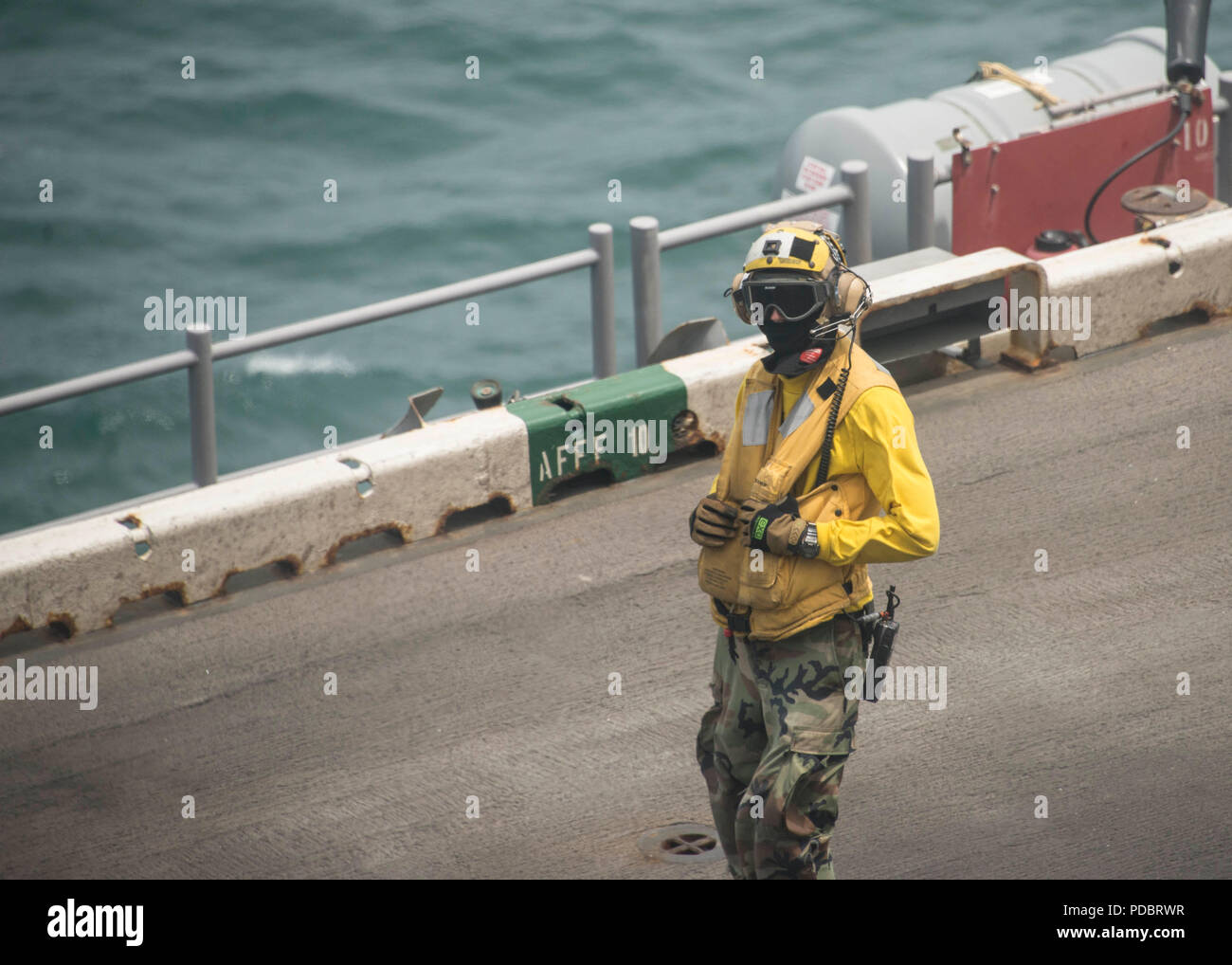 180803-N-ZG607-0041  ATLANTIC OCEAN (Aug. 3, 2018) A landing signalman, enlisted, lands aircraft on the flight deck of the Wasp-class amphibious assault ship USS Iwo Jima (LHD 7), Aug. 3, 2018. Iwo Jima is deployed with its amphibious ready group in support of maritime security operations and theatre security cooperation efforts in Europe and the Middle East. (U.S. Navy photo by Mass Communication Specialist 3rd Class Dominick A. Cremeans/Released) Stock Photo