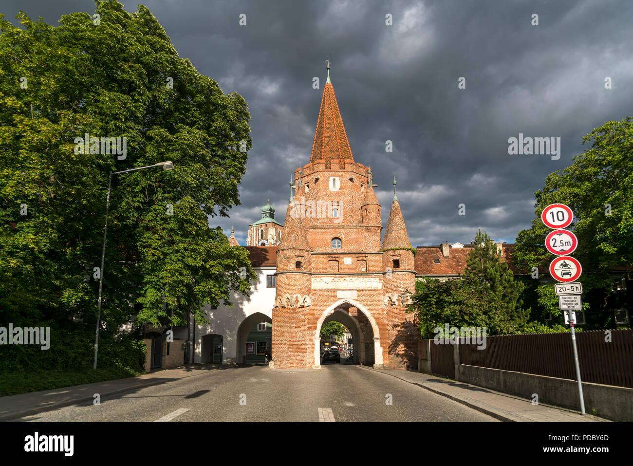 Wahrzeichen Kreuztor, Ingolstadt, Oberbayern, Bayern, Deutschland   Landmark Kreuztor,  Ingolstadt, Upper Bavaria, Bavaria, Germany, Europe - Stock Image