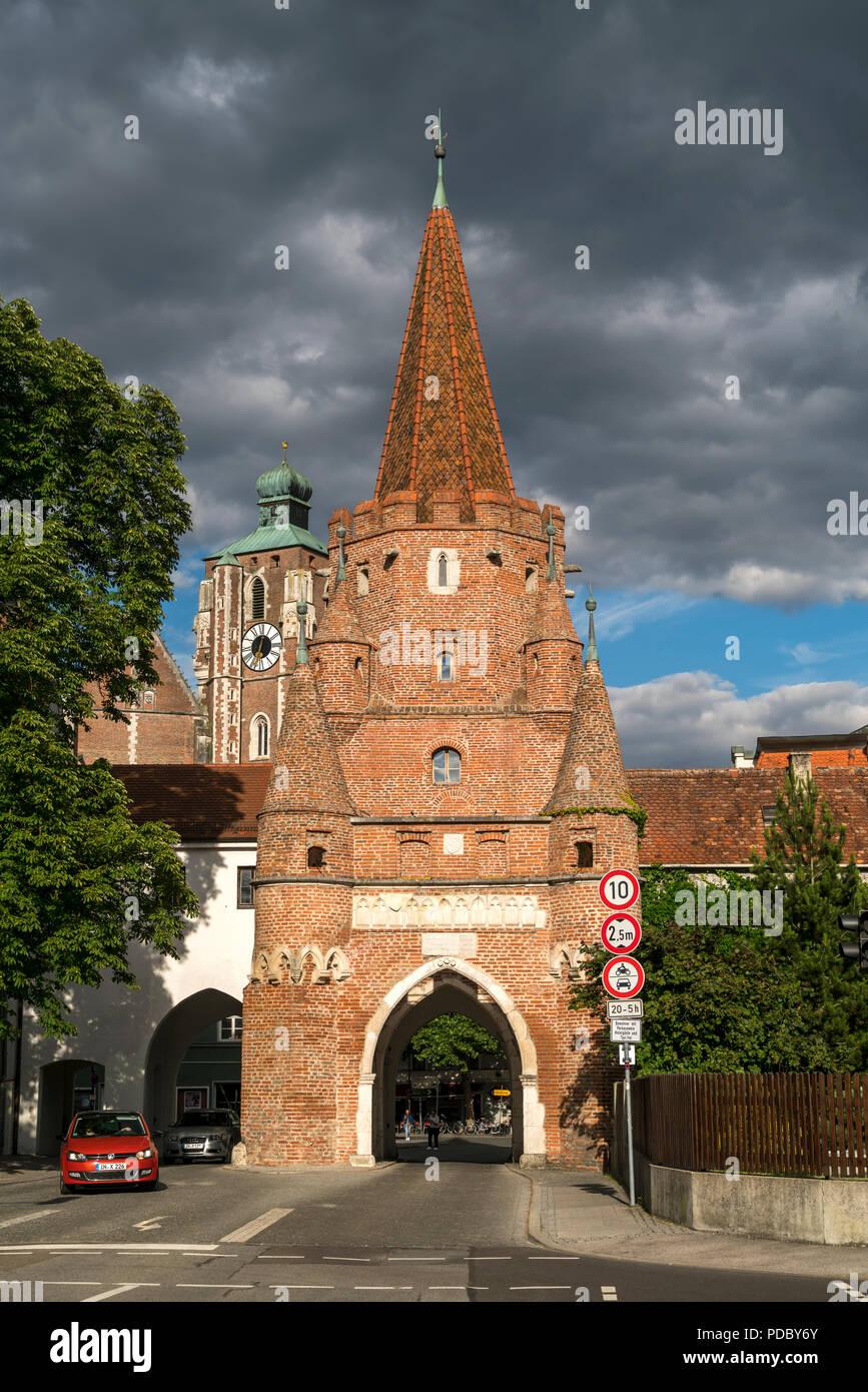 Wahrzeichen Kreuztor und Liebfrauenmünster, Ingolstadt, Oberbayern, Bayern, Deutschland   Landmark Kreuztor and Liebfrauenmünster, Ingolstadt, Upper B - Stock Image