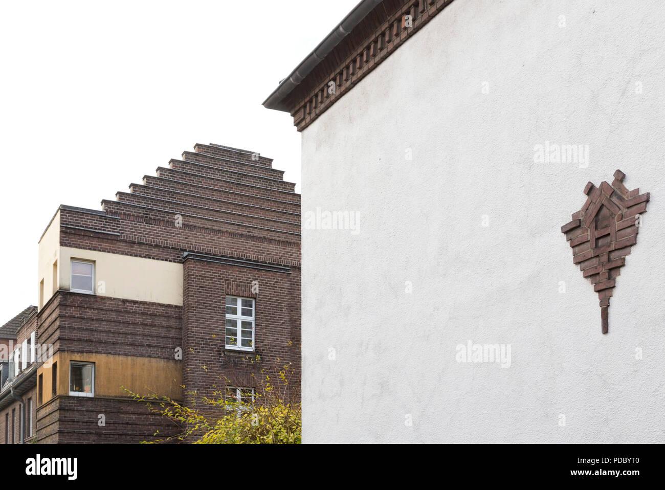 Giebel und Backsteinornament in der Schillerstraße Stock Photo