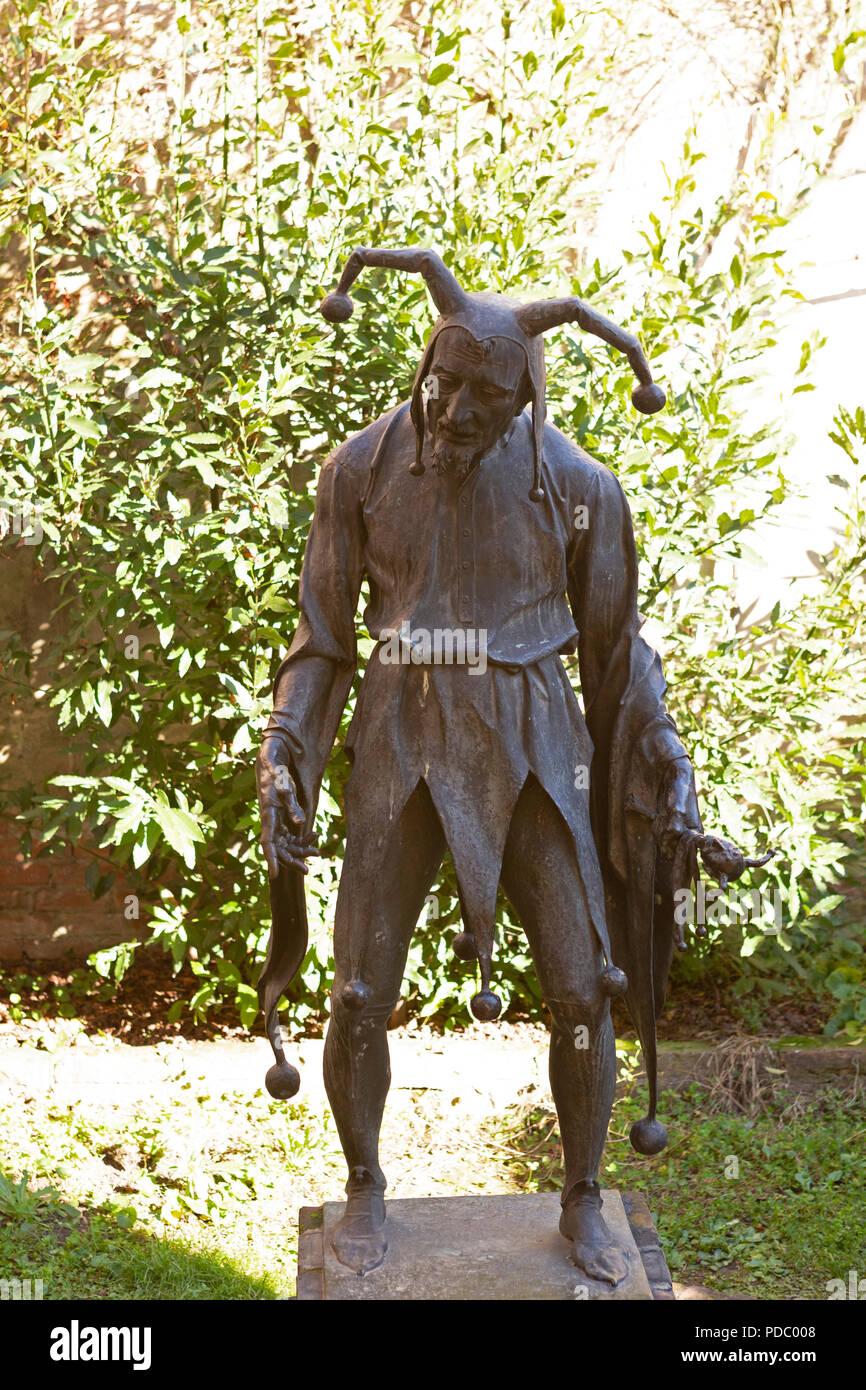 Jester statue at Casa di Rigoletto in Mantua, Italy. The humpbacked jester despicts the fickleness of fortune. - Stock Image