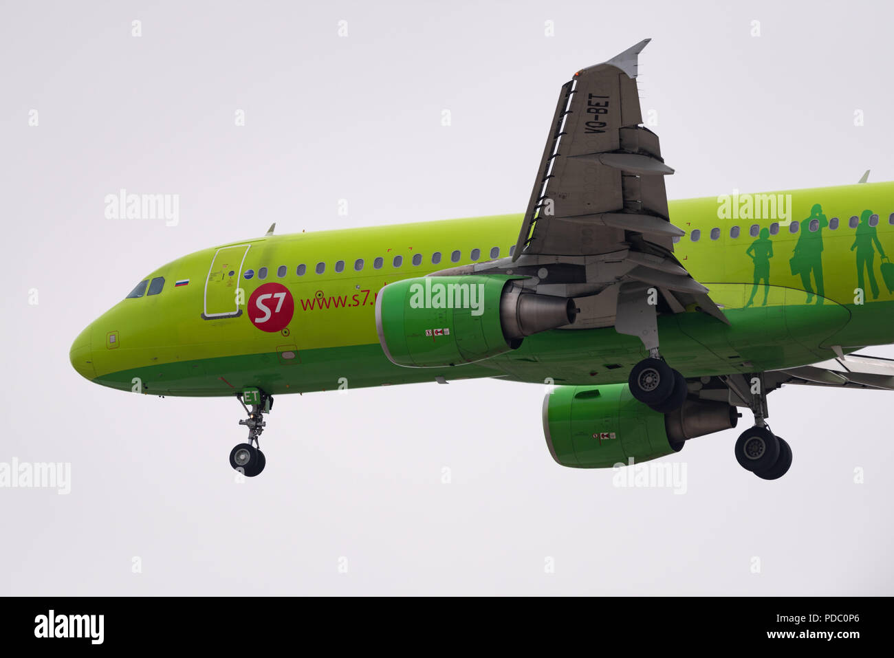 Novosibirsk, Russia - May 2, 2018: Airbus A320-214 VQ-BET S7 Airlines approaches for landing at the international airport Tolmachevo. - Stock Image