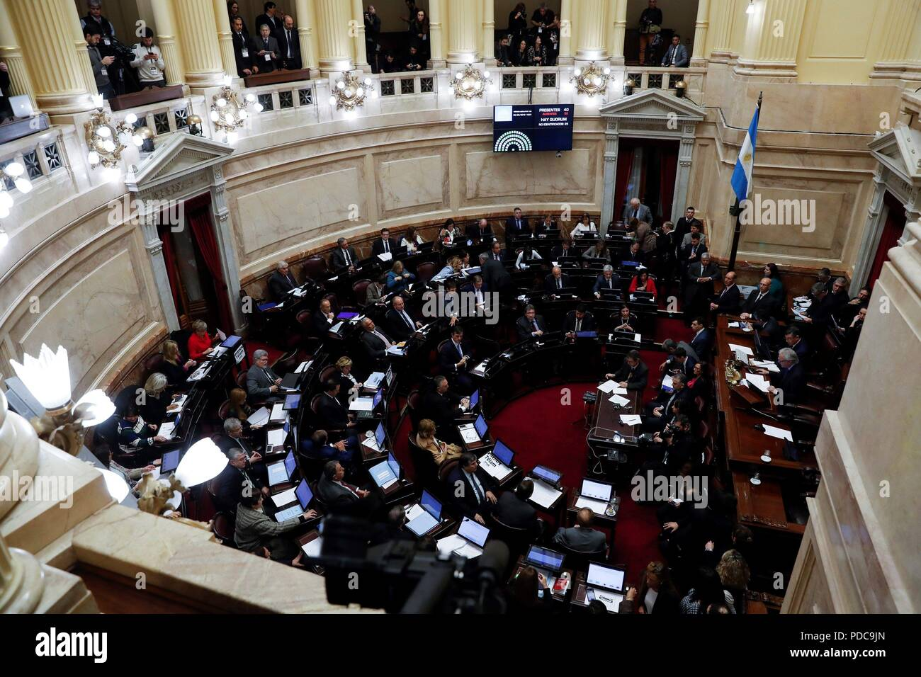 Buenos Aires, Argentina. 08th Aug, 2018. General view of a session of the Senate in Buenos Aires, Argentina, 08 August 2018. Argentina's Senate will debate a bill that would legalize abortion for pregnancies up to fourteen weeks. If passed the bill, already approved by the deputies, would make Argentina, a predominantly Catholic nation, the most populous nation in Latin America to legalize abortion. Credit: David Fernandez/EFE/Alamy Live News - Stock Image