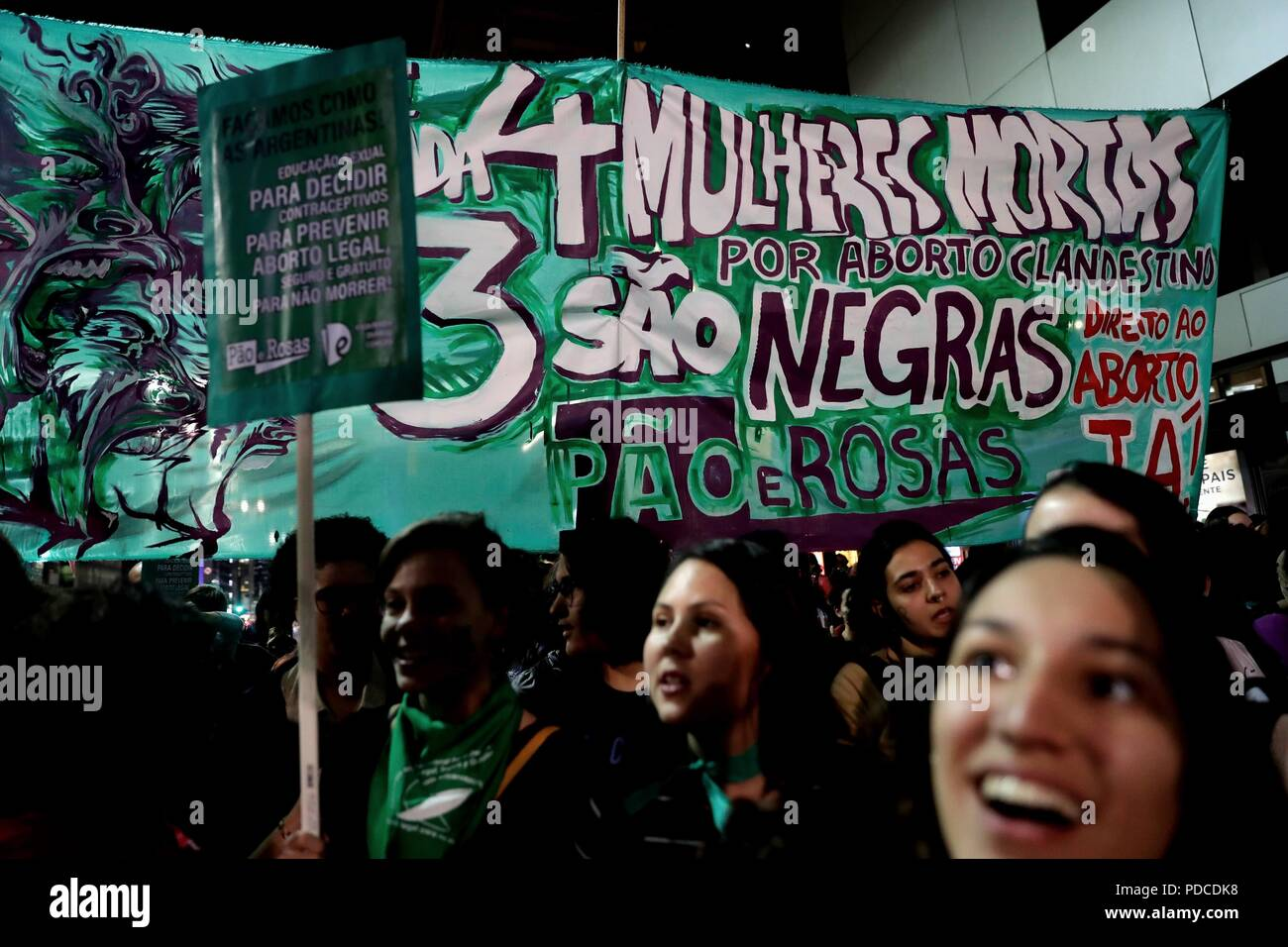 Sao Paulo, Brazil. 08th Aug, 2018. Hundreds of women protest in favor of the legalization of abortion at the gates of the Argentine consulate in Sao Paulo, Brazil, 08 August 2018. Argentina's Senate will debate a bill that would legalize abortion for pregnancies up to fourteen weeks. If passed the bill, already approved by the chamber of deputies, would make Argentina, a predominantly Catholic nation, the most populous nation in Latin America to legalize abortion. Credit: Fernando Bizerra Jr./EFE/Alamy Live News - Stock Image