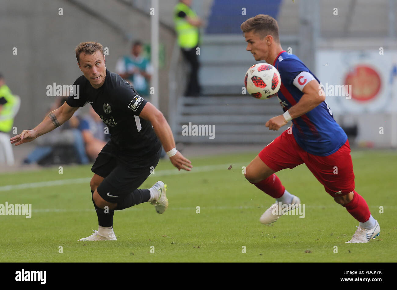Duisburg, Germany. 08th Aug, 2018. Duisburg, Germany August 8 2018, 3rd league matchday 3, KFC Uerdingen 05 vs SV Meppen: Nico Granatowski (SVM), Mario Erb (KFC) in competition. Credit: Juergen Schwarz/Alamy Live News - Stock Image